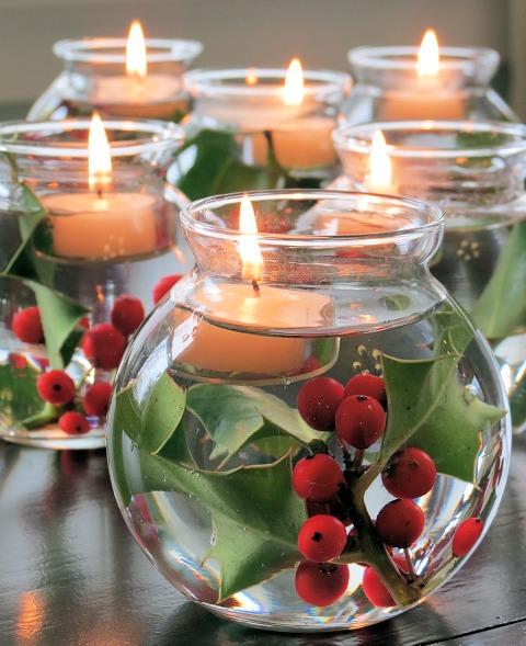 amandaricks.com/red-and-green-holiday-decor/